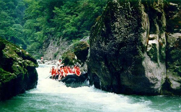 猛洞河漂流
