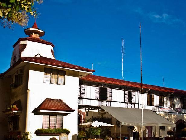 杜马盖地旅游景点:杜马盖地旧钟楼