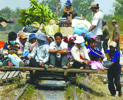 暑假去柬埔寨见识奇观 竹子火车照样跑得欢