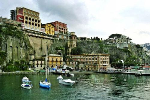 意大利卡碧岛 当海鸥飞过时悠然独钓