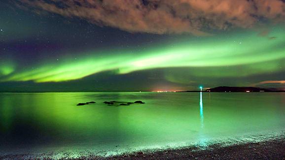 体验地球之美:格陵兰岛再遇北极之光