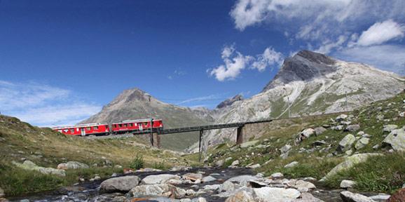 瑞士雷蒂亚火车之旅:瑞士雷蒂亚铁路 穿行于雪峰的世界遗产
