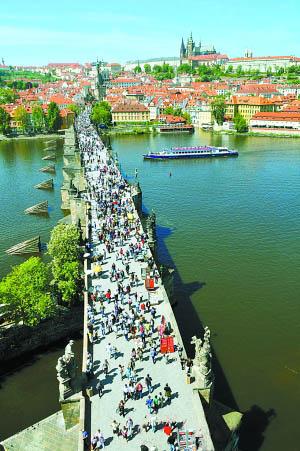 游布拉格查理大桥、布拉格广场艺术气息