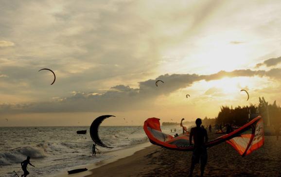风筝冲浪 越南美奈是慵懒的度假天堂
