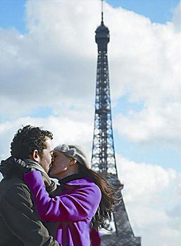 法国人一天要吻30多次 空气中弥漫着吻的味道