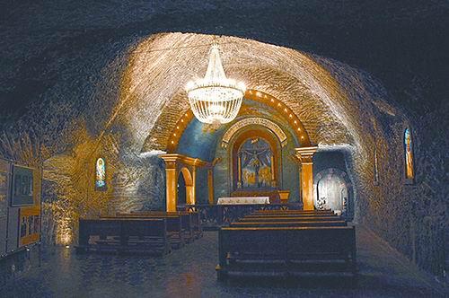"""波兰地下""""盐城"""" 隐藏着奇异的地下教堂"""