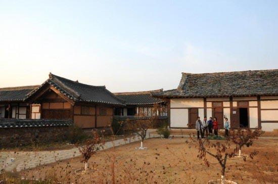 近距离探秘 实拍朝鲜平壤民俗公园风采