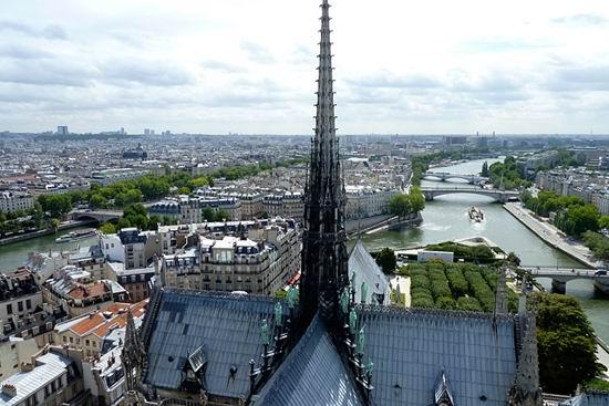 """巴黎圣路易岛 塞纳河上的""""明珠"""""""
