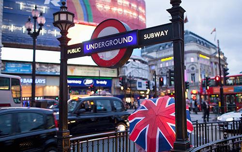 奇妙诗意的伦敦地铁 150年的态度与温度