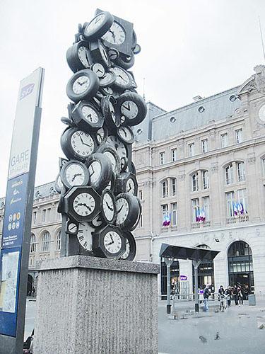 """巴黎火车站有座""""各自的时刻"""""""