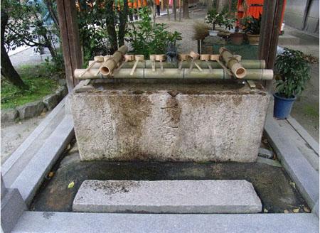 教您如何使用日本神社前的手水舍