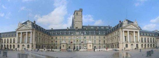 勃艮第公爵宫旅游