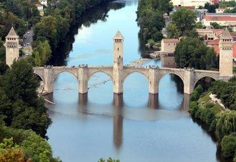瓦伦垂大桥旅游