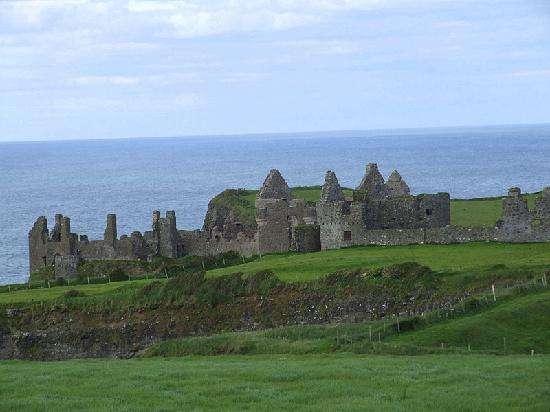 邓路斯城堡旅游