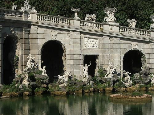 卡塞塔的18世纪花园皇宫、凡韦特里水渠和圣莱乌西建筑群