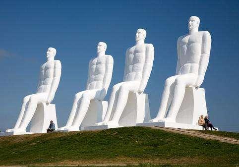 男人观海雕塑旅游