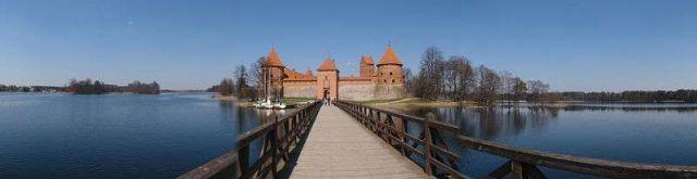 特拉凯城堡旅游
