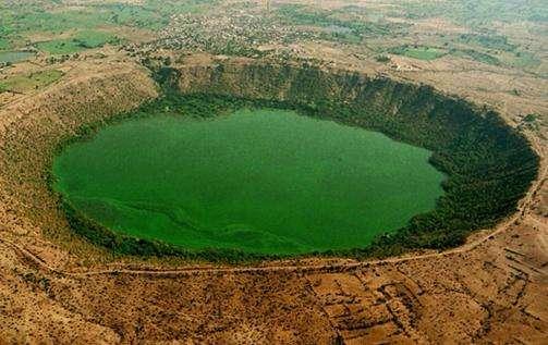 洛纳尔陨石坑旅游