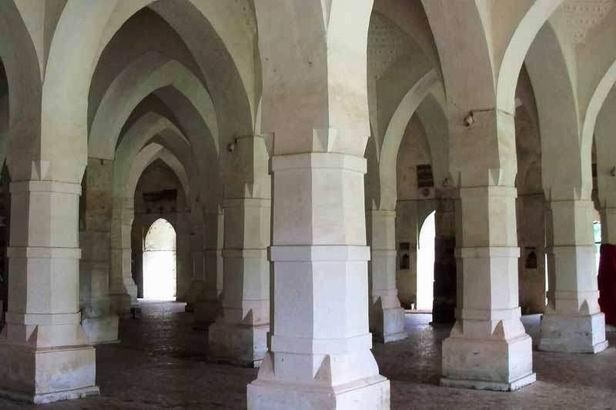 巴凯尔哈特清真寺历史名城