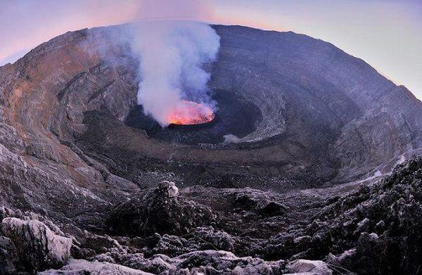 尼拉贡戈火山旅游