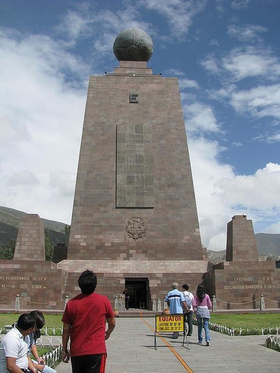 赤道纪念碑旅游