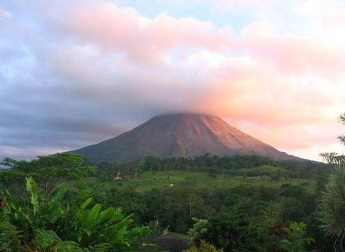 阿雷纳火山旅游