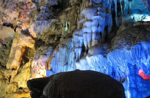 贝尔多斯钟乳石洞_茵特拉肯_瑞士