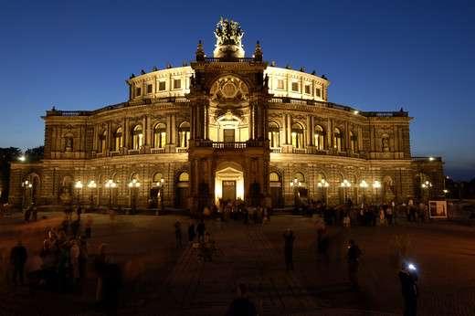 申培尔歌剧院旅游