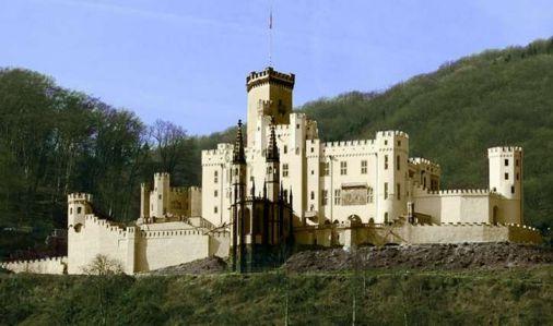 史特臣岩城堡旅游