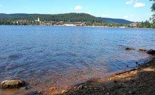 蒂蒂湖旅游